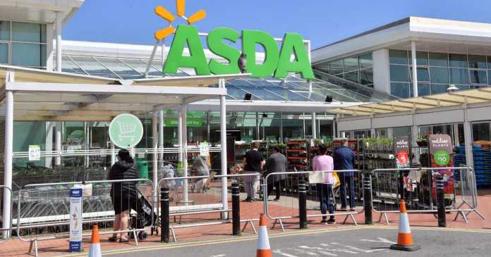 Shoppers fuming as mum lets 'feral kids lick trolleys' in Asda