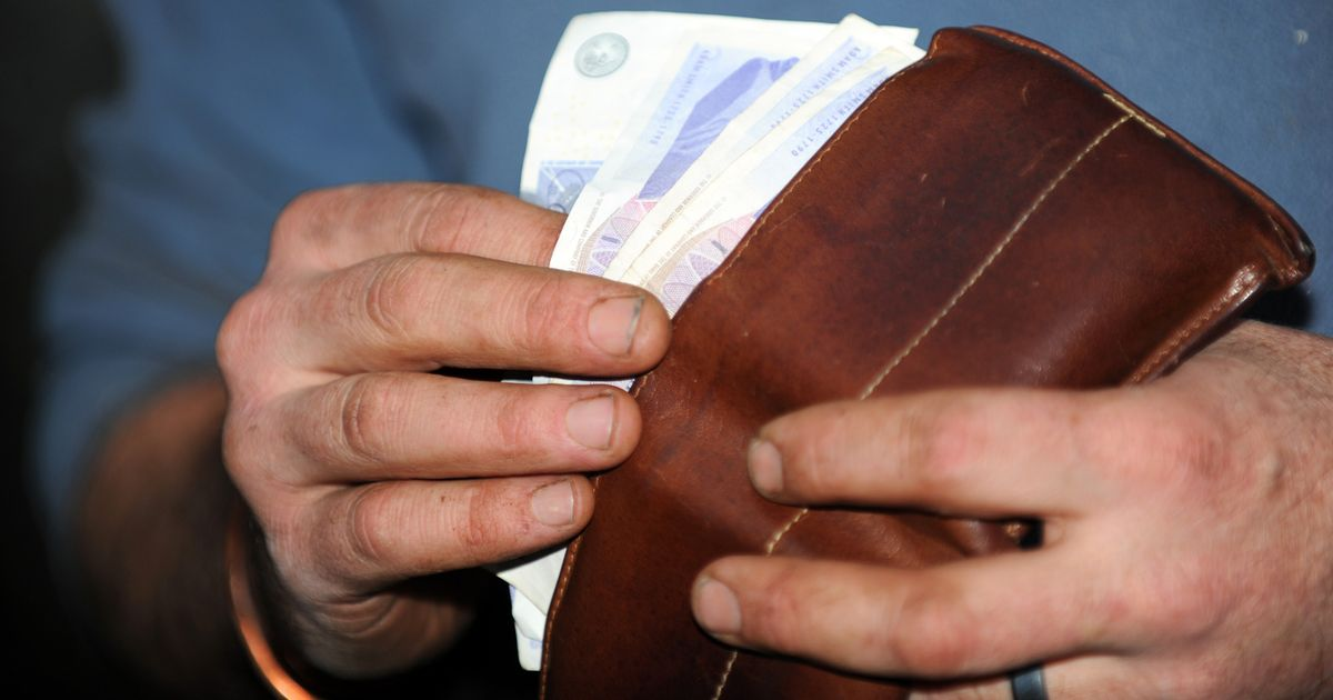 Universal Credit warning as more face being paid the wrong amount