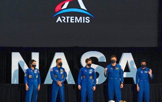 NASA announces a team of 18 people going to the Moon
