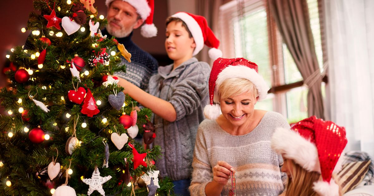 Police vow to fine families caught flaunting Christmas rules