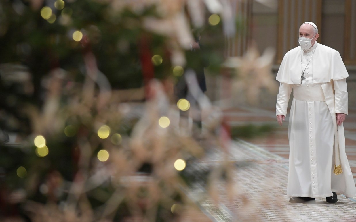 Pope proclaims year of families, offers advice to keep peace