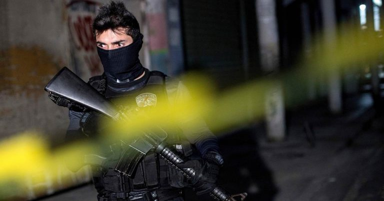 Residents of Brazilian city told to stay at home amid reports of criminals running amok