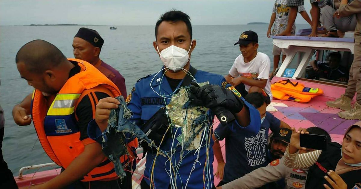 10 children on board missing Boeing 737 as search continues in Indonesia