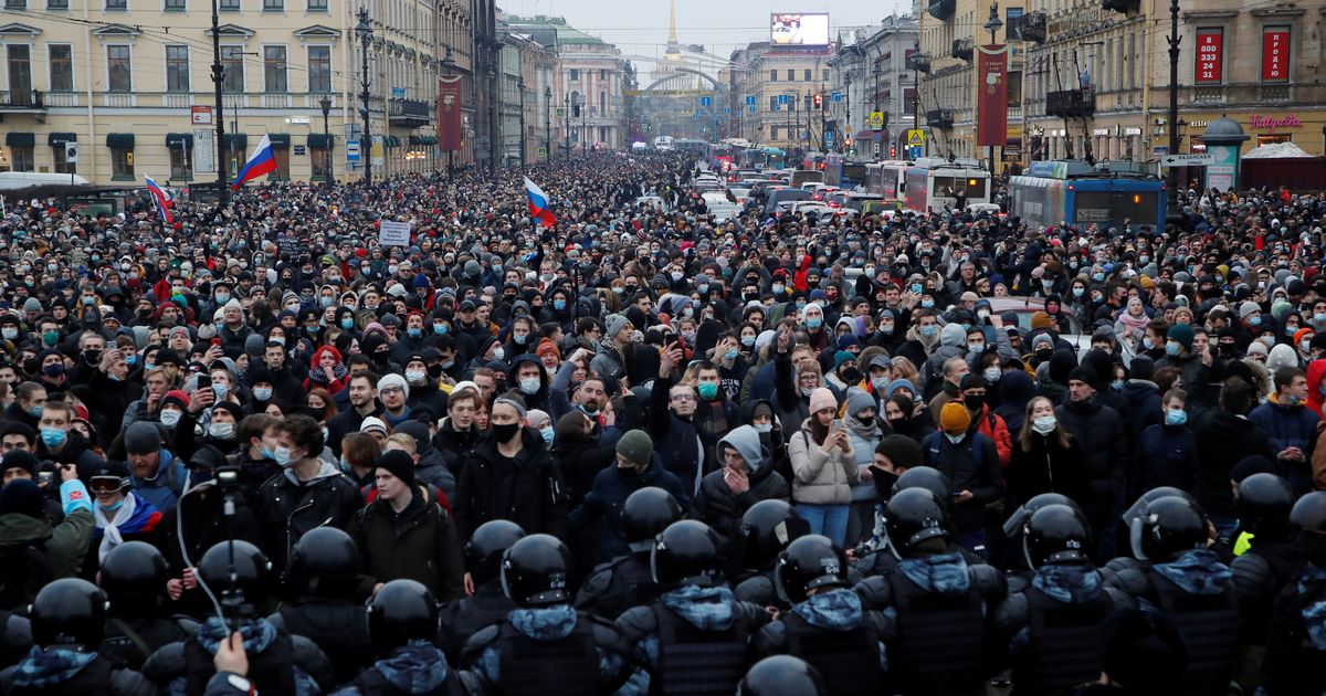 Alexei Navalny protesters bloodied in violent police clashes with 2,500 arrests