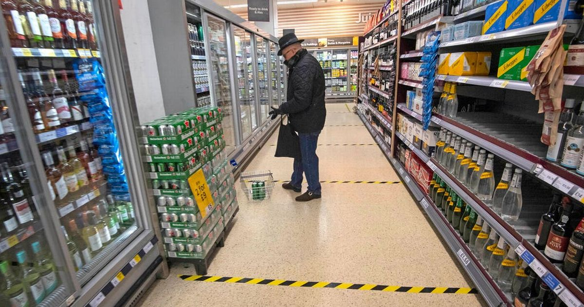 Boris Johnson issues supermarket warning over risk of touching food