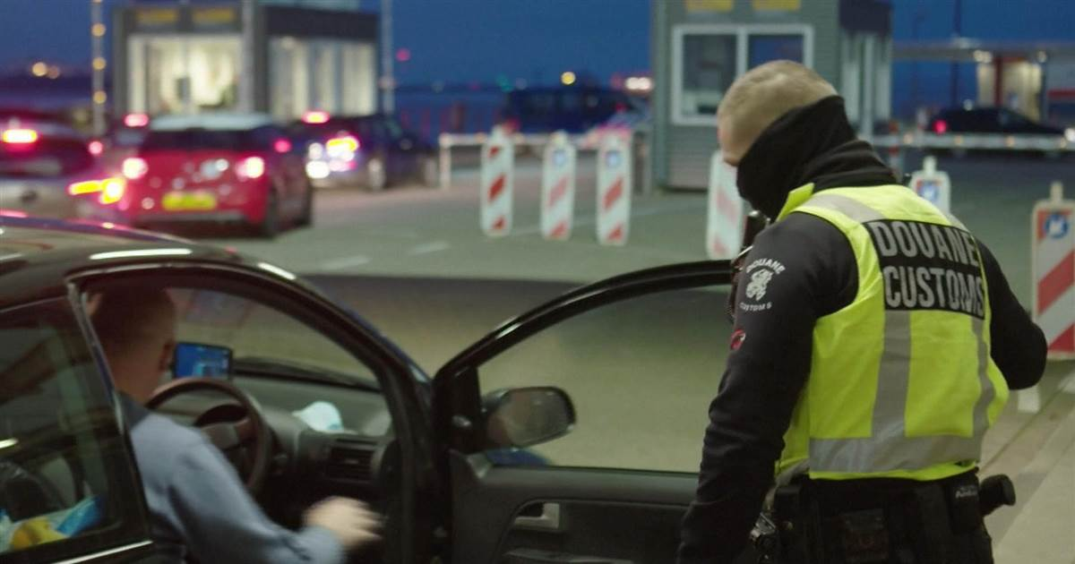 Dutch TV clip shows customs officer confiscating sandwich due to new Brexit rules