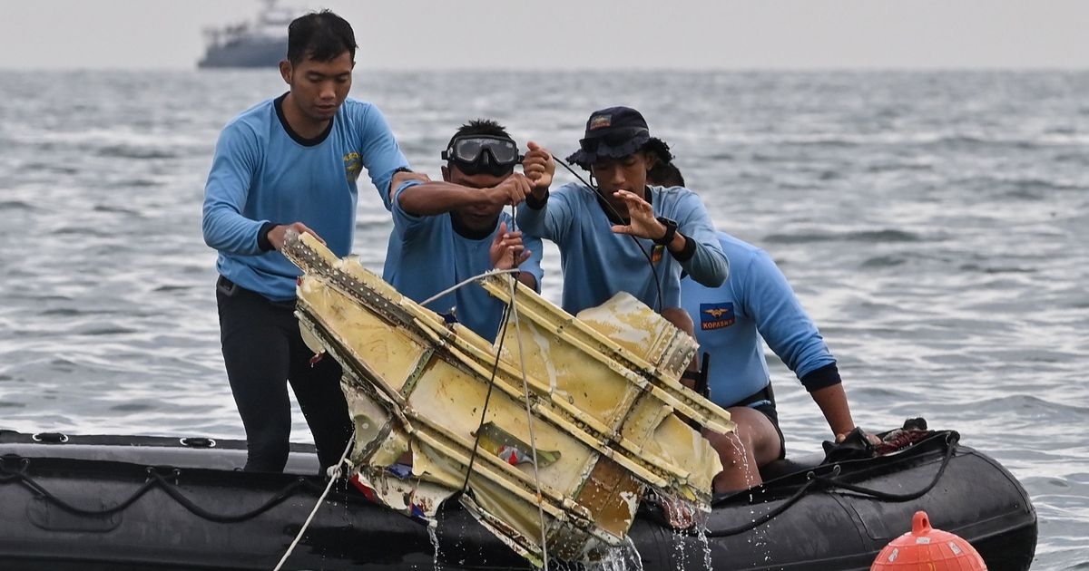 Indonesia plane crash may have 'ruptured' on impact as divers seek black boxes