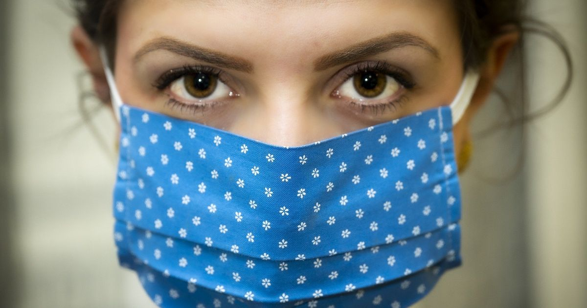 Masks only work properly if you also distance, new study shows