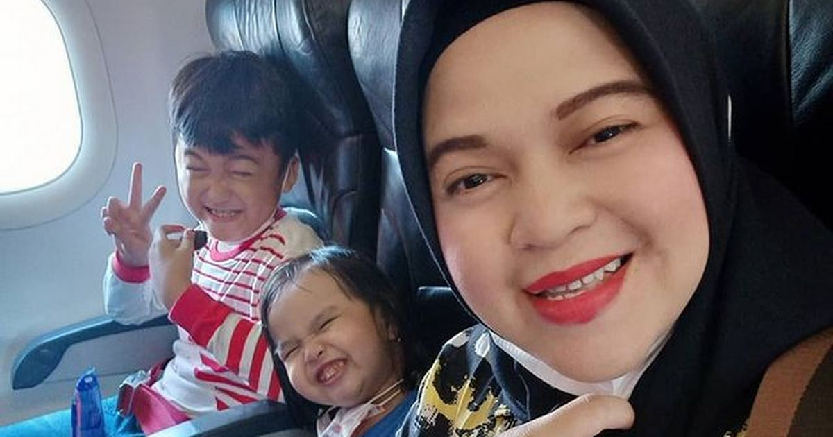Mum's heartbreaking last post after boarding Boeing 737 missing in Indonesia