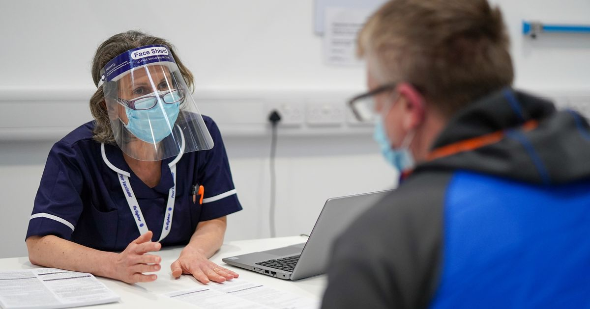 PM declines to give NHS staff in England a bonus for work during Covid