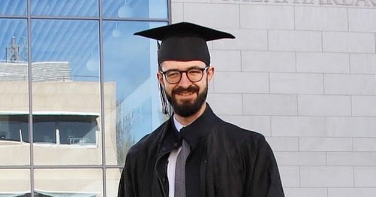 Refugee's 'inspiring' graduation photo 8 years after fleeing for his life