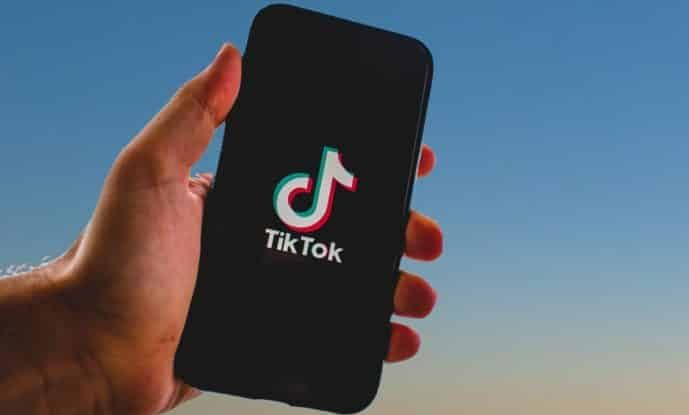 Requirement of age verification from Italy to TikTok