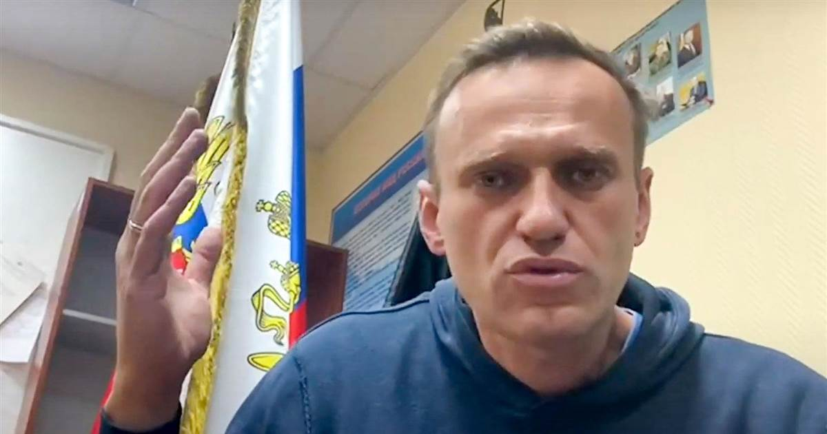 Russian opposition leader Alexei Navalny urges protesters 'take to the streets'