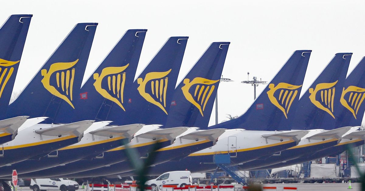 Ryanair threat to suspend all UK flights in protest at lockdown