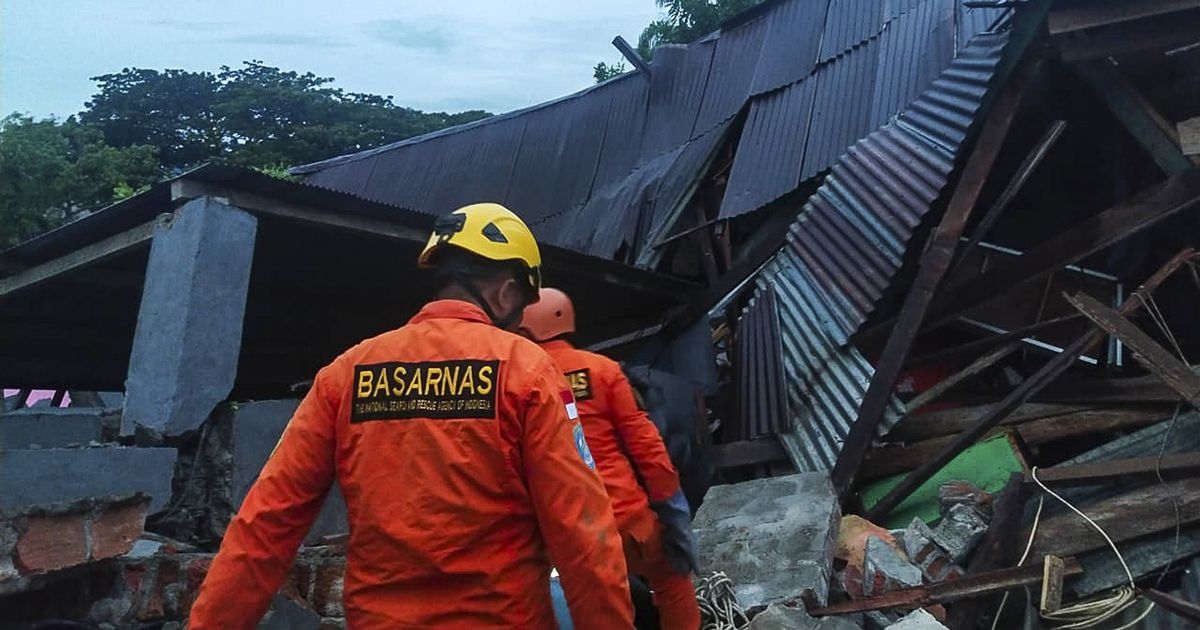 Seven dead and 100s injured after 6.2 magnitude quake strikes Indonesian island