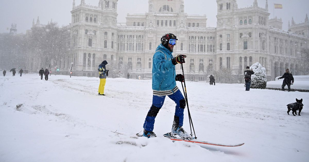 Spain blanketed in rare snowfall as two rough sleepers freeze to death