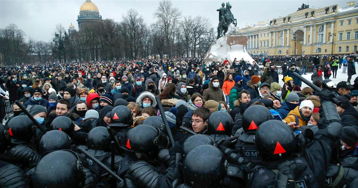 Thousands arrested by Russian police during pro-Navalny protests across country