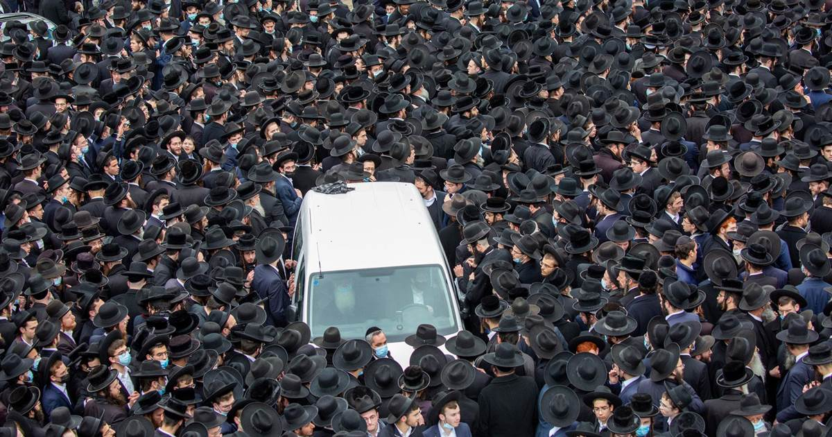 Thousands of ultra-Orthodox Jews gather for rabbi's funeral, despite Covid restrictions