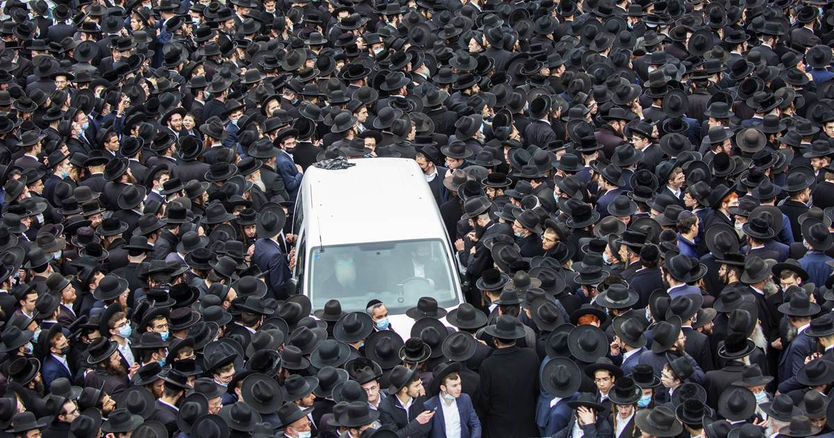 Video shows thousands flouting Covid-19 rules in Jerusalem for rabbi's funeral