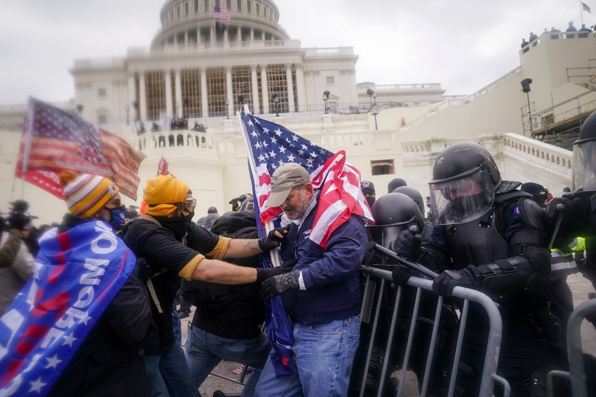 9 Oath Keepers charged with sweeping conspiracy for role in Capitol insurrection