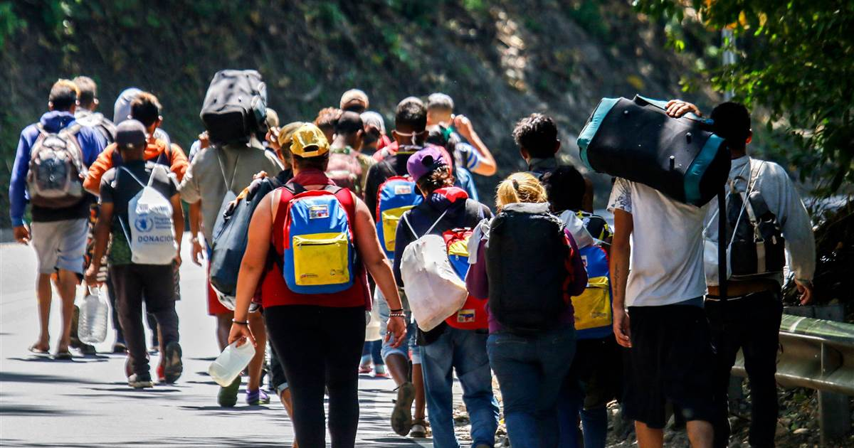 Colombia to give temporary protective status to Venezuelan migrants