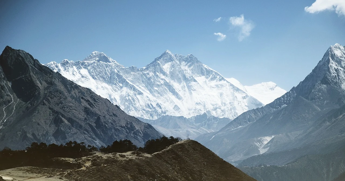 Company offers job paying someone to climb Mount Everest