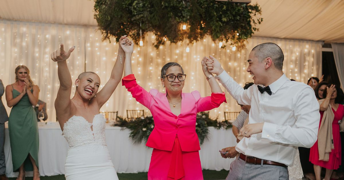 Couple stun their wedding guests with incredible tribute to bride's mother