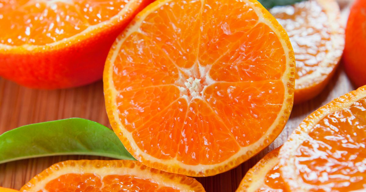 Four men eat 30kg of oranges in half an hour to avoid excess baggage fees