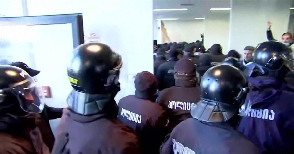 Georgia police storm opposition headquarters to detain leader