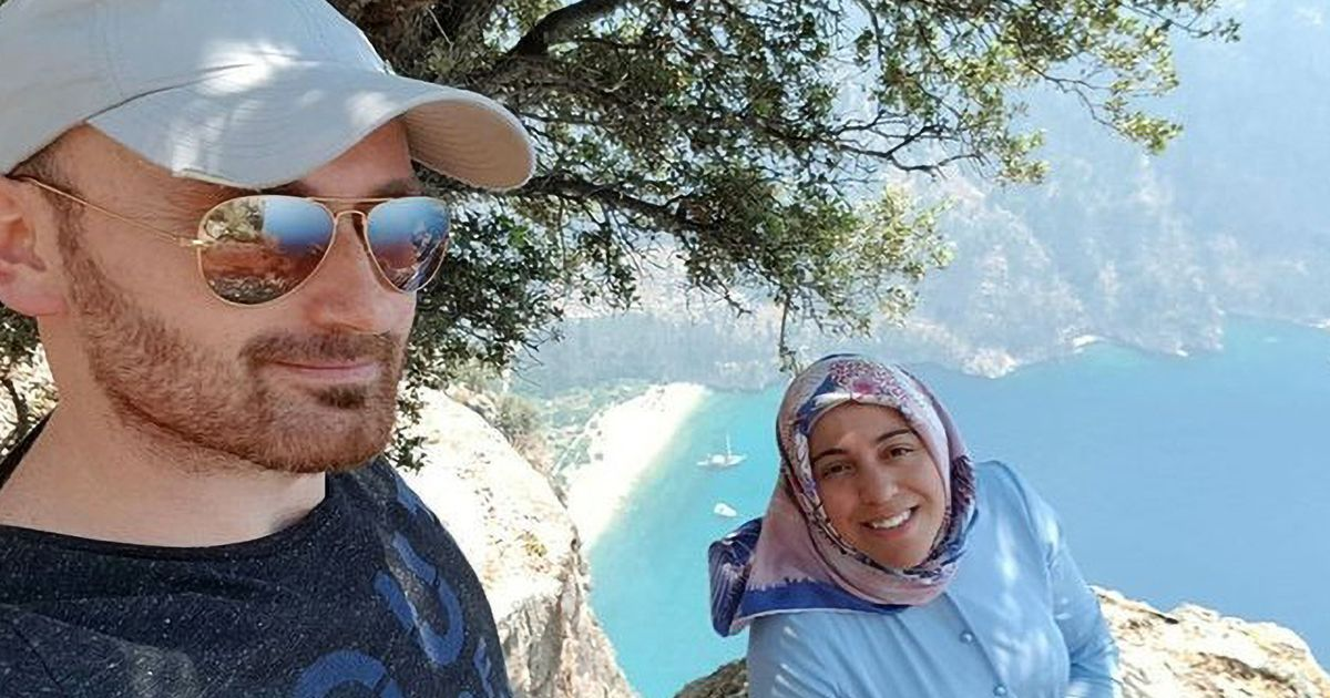 Husband's selfie with pregnant wife 'just before pushing her off 1,000ft cliff'