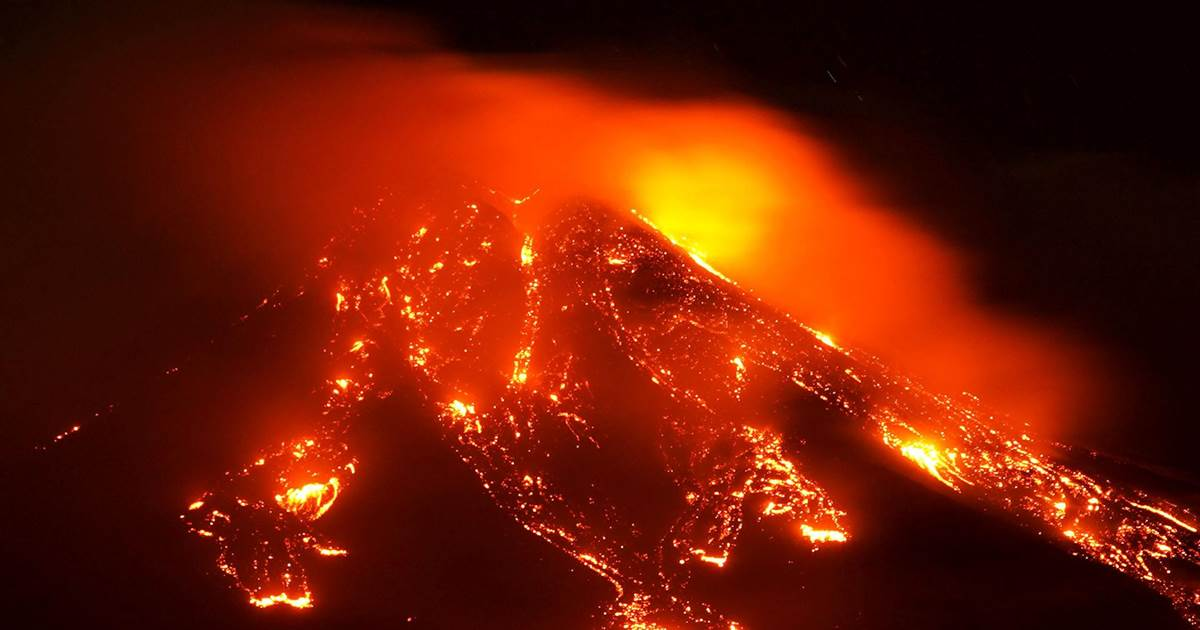 Mount Etna eruption forces Catania airport to close