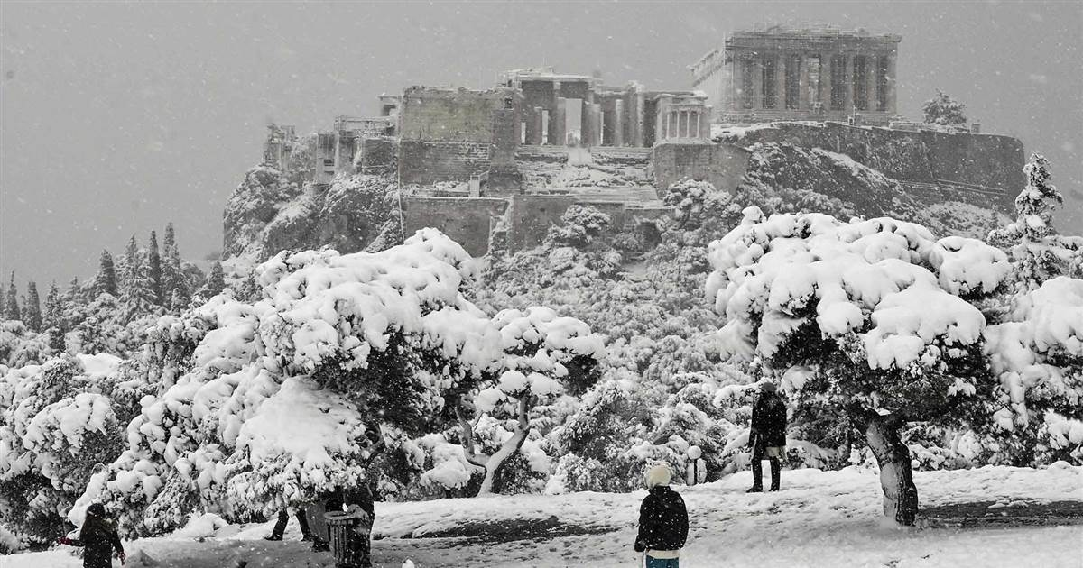 Rare heavy snow blankets Athens, Greece
