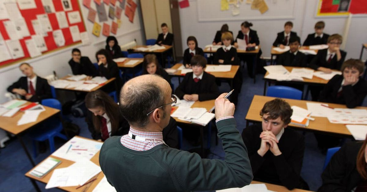 Secondary pupils should be 2m apart, experts tell Scottish Government