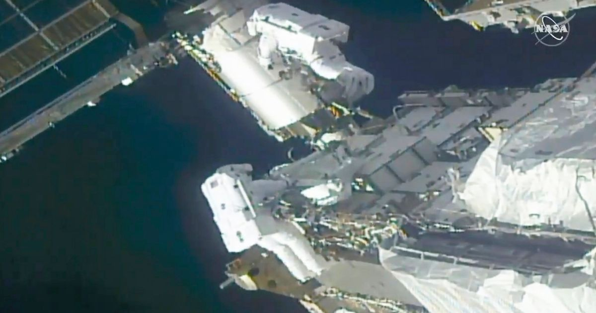 Spacewalking astronauts ready ISS for new solar wings