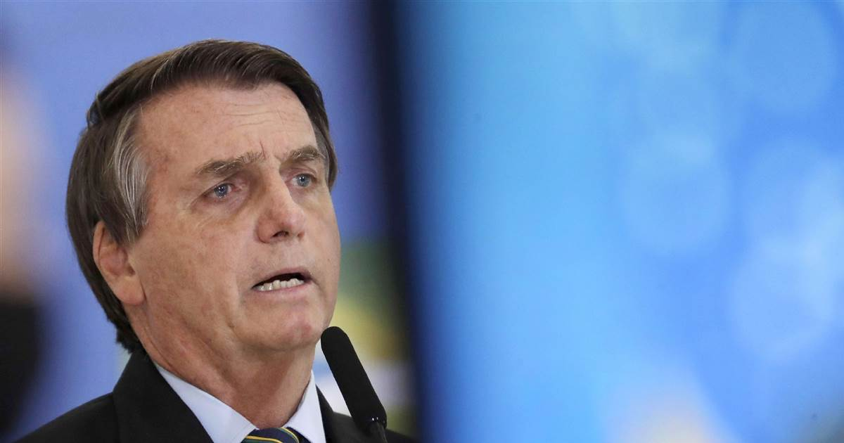 Brazil military chiefs quit after meeting with Bolsonaro's new defense minister