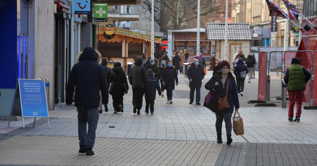Covid expert on plans to keep shops open until 10pm