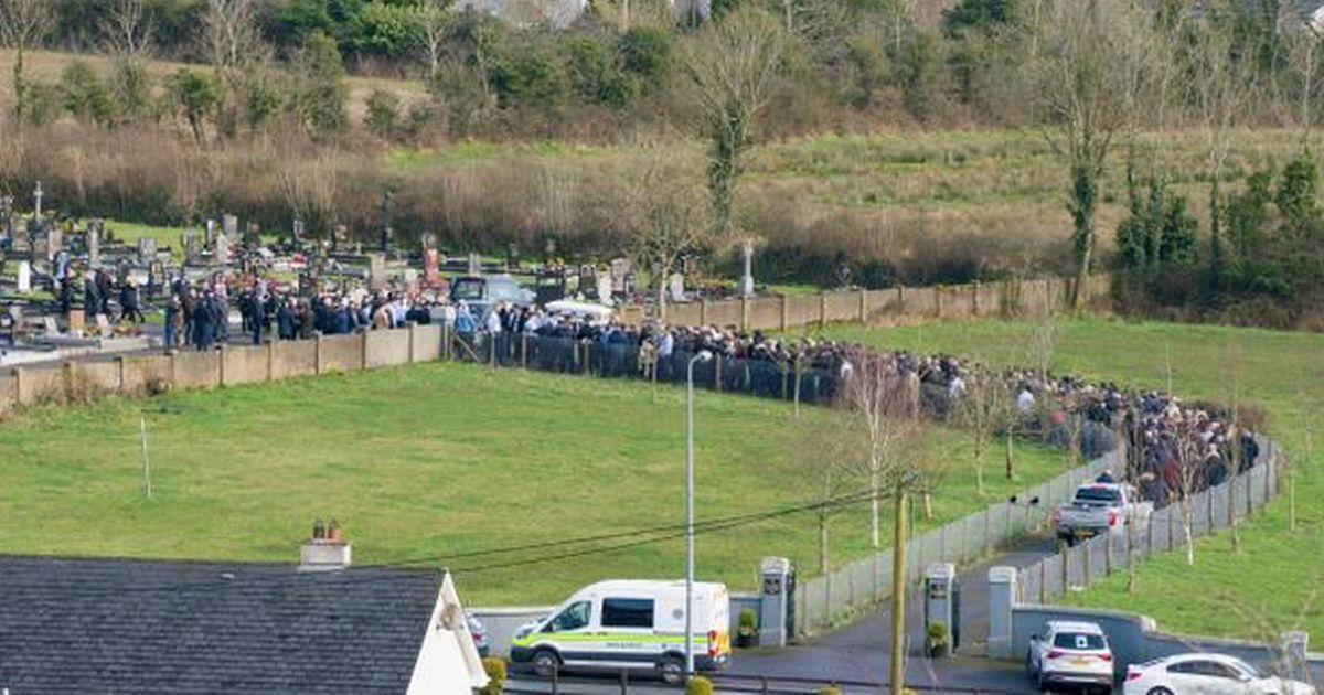 Hundreds of mourners ignore Covid restrictions to attend huge Traveller funeral