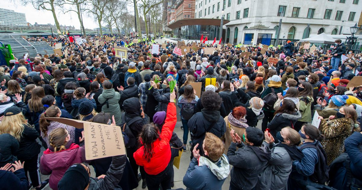 Hundreds protest outside Met Police's headquarters