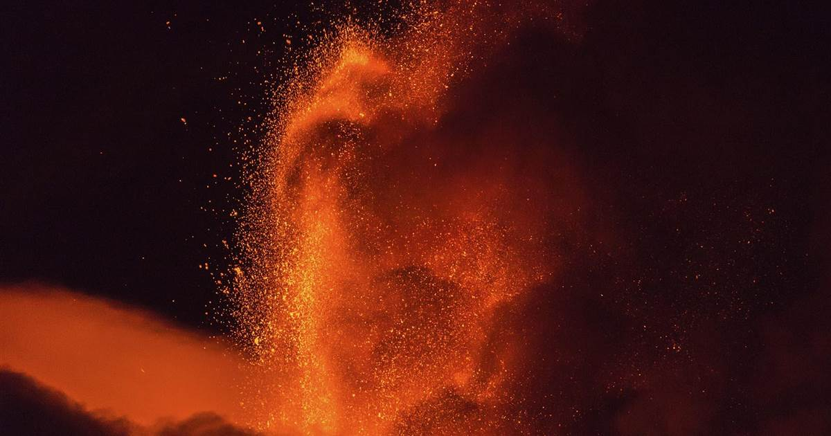 Italy's Mount Etna puts on fiery display during latest eruption