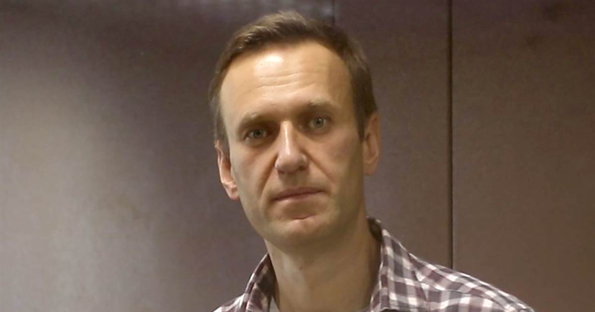Jailed Kremlin critic Alexei Navalny starts hunger strike over lack of medical care