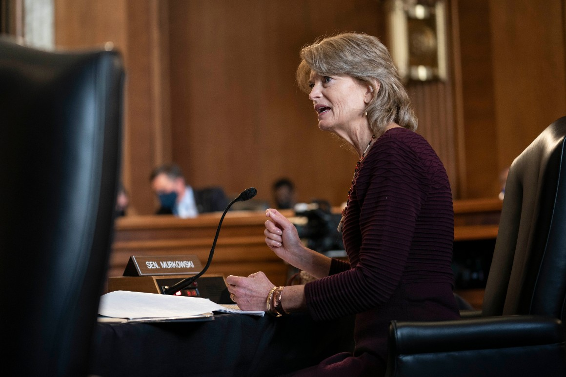 Murkowski weighs Tanden's fate with Alaska on her mind
