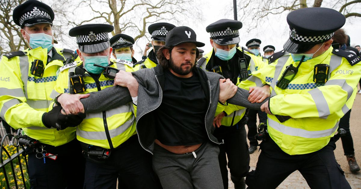 Police clash with anti lockdown protestors at rally in London