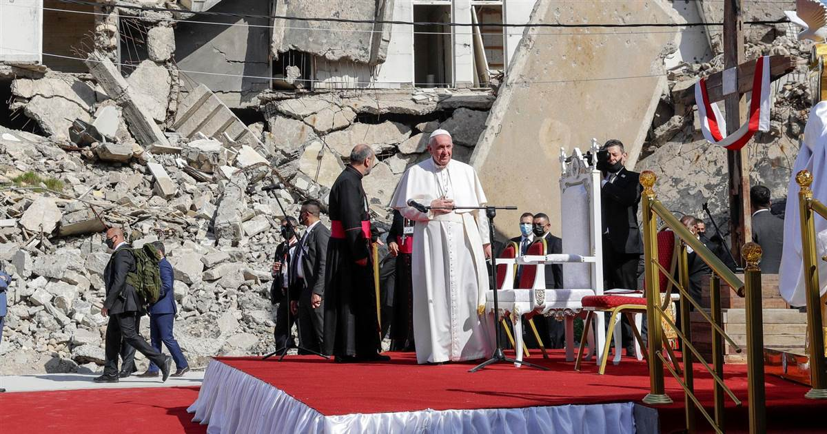 Pope performs mass for thousands in northern Iraq