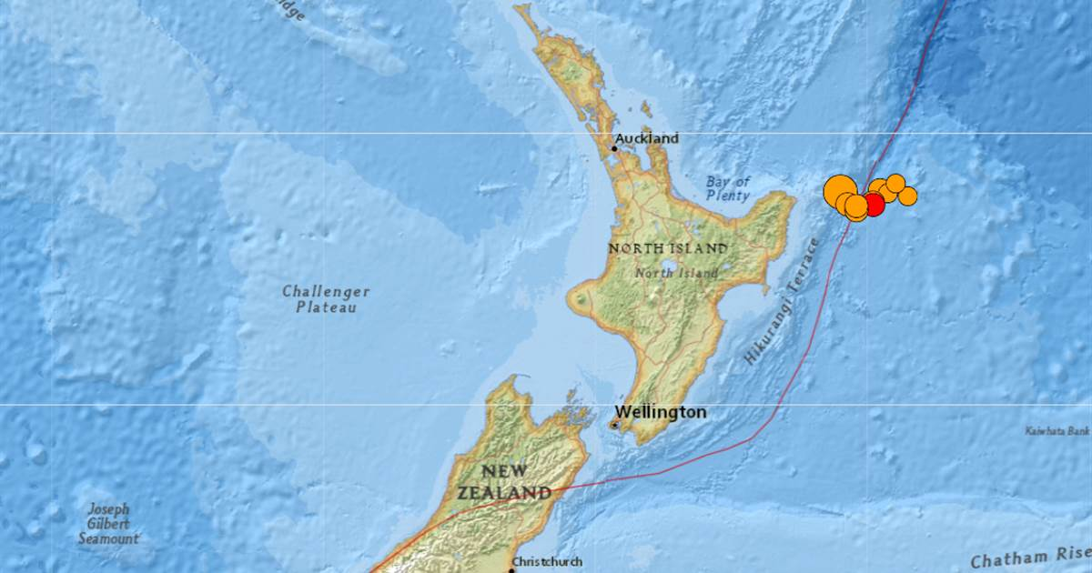 Powerful earthquakes trigger tsunami warning in New Zealand; thousands evacuate