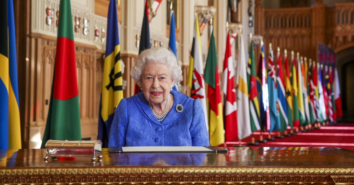 Queen stresses importance of staying in touch with family during speech