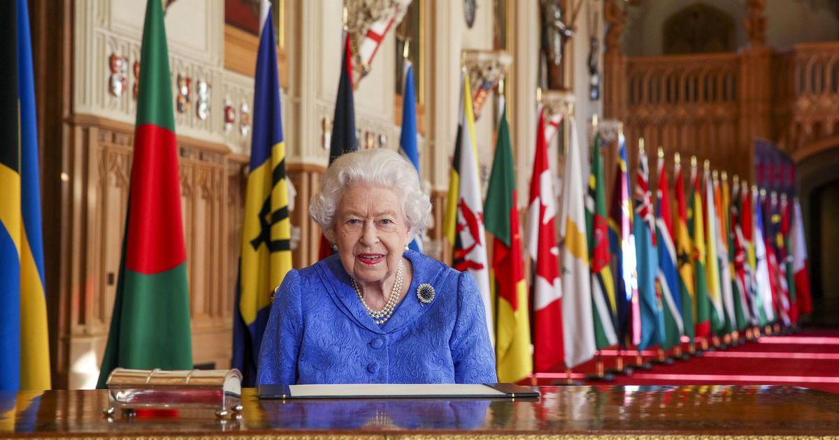 Queen talks about importance of staying in touch with family in speech