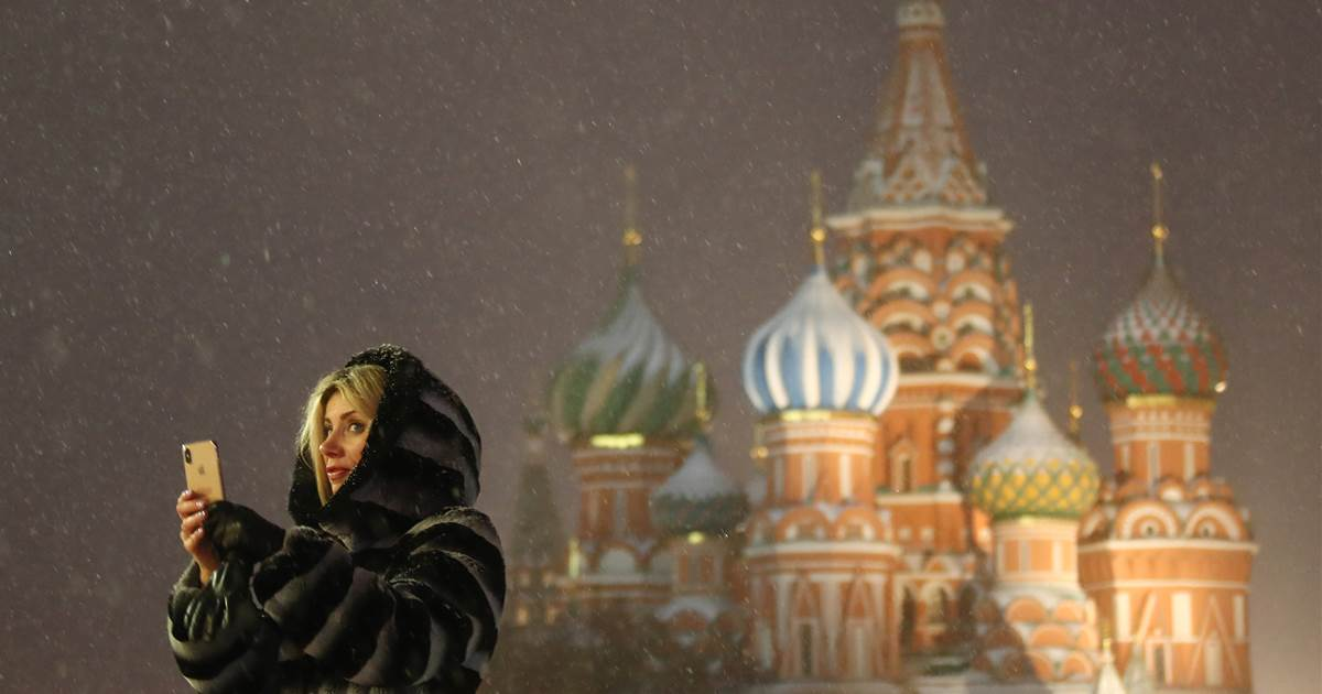 Russia slows Twitter's speed after protest row, threatens total block