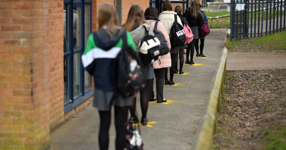 Small rise in Covid  rates at England secondary schools