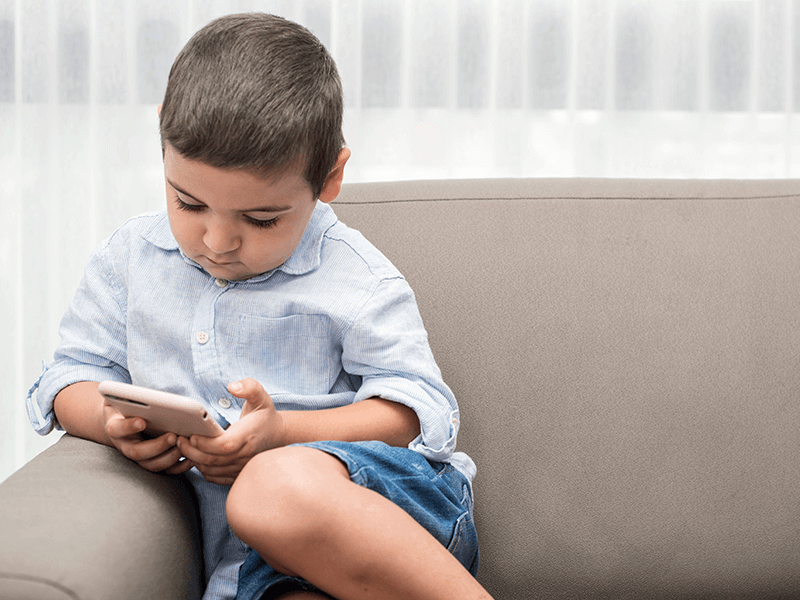 The habit of giving children a phone to keep