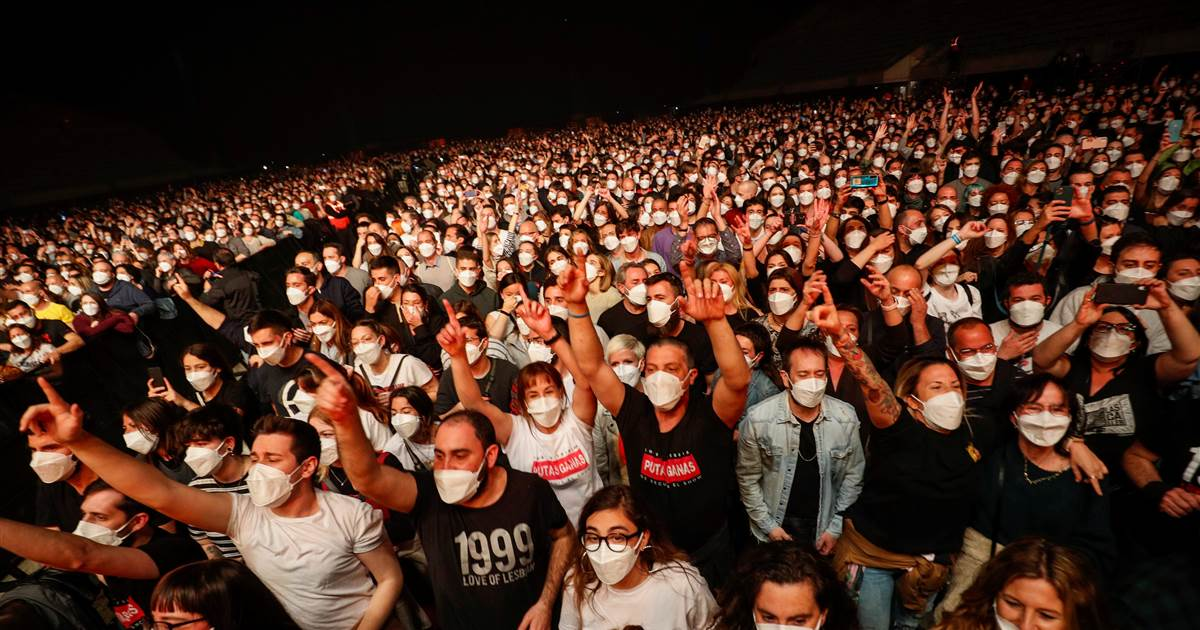 """We felt safe at all times"": 5,000 fans pack Barcelona rock concert after Covid-19 tests"